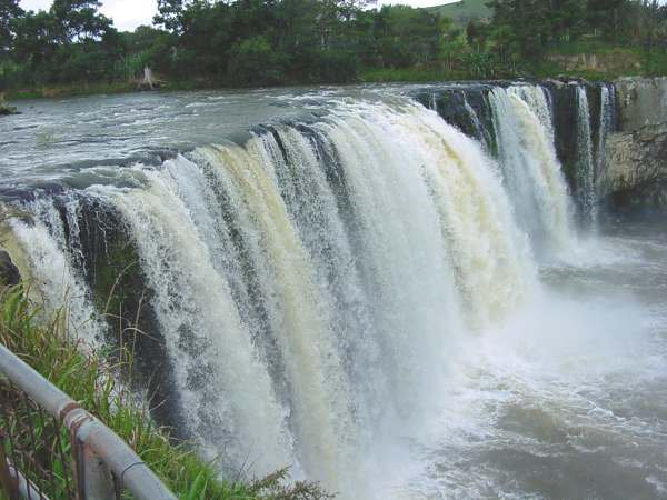 Wairua Falls photographed September 2002 see November photo with no water