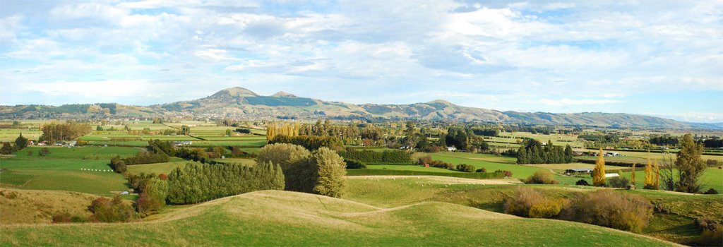 Panorama - south of Dunedin from Taieri Gorge railway