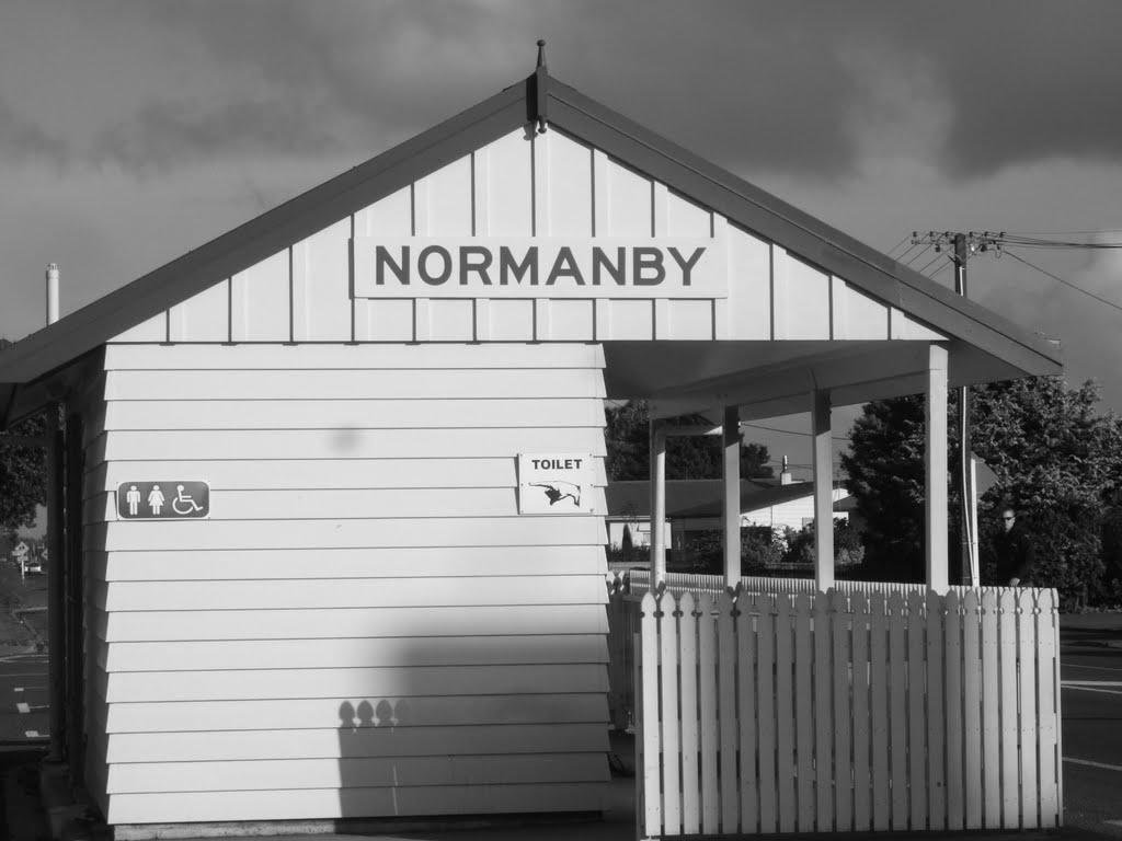Normanby Toilets/Rest Area