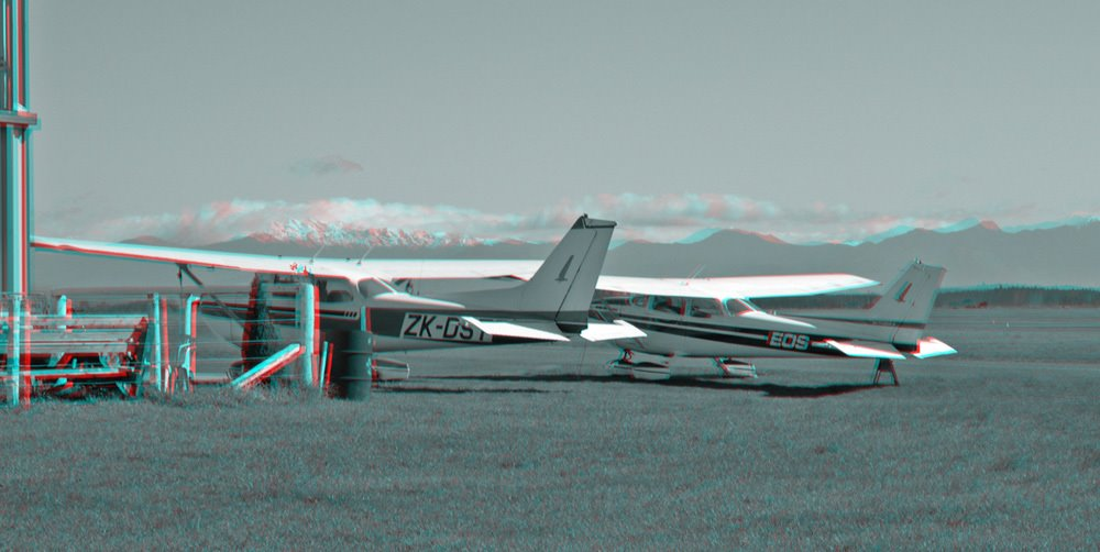 Cessnas at Nelson in 3D! (red/green glasses required)