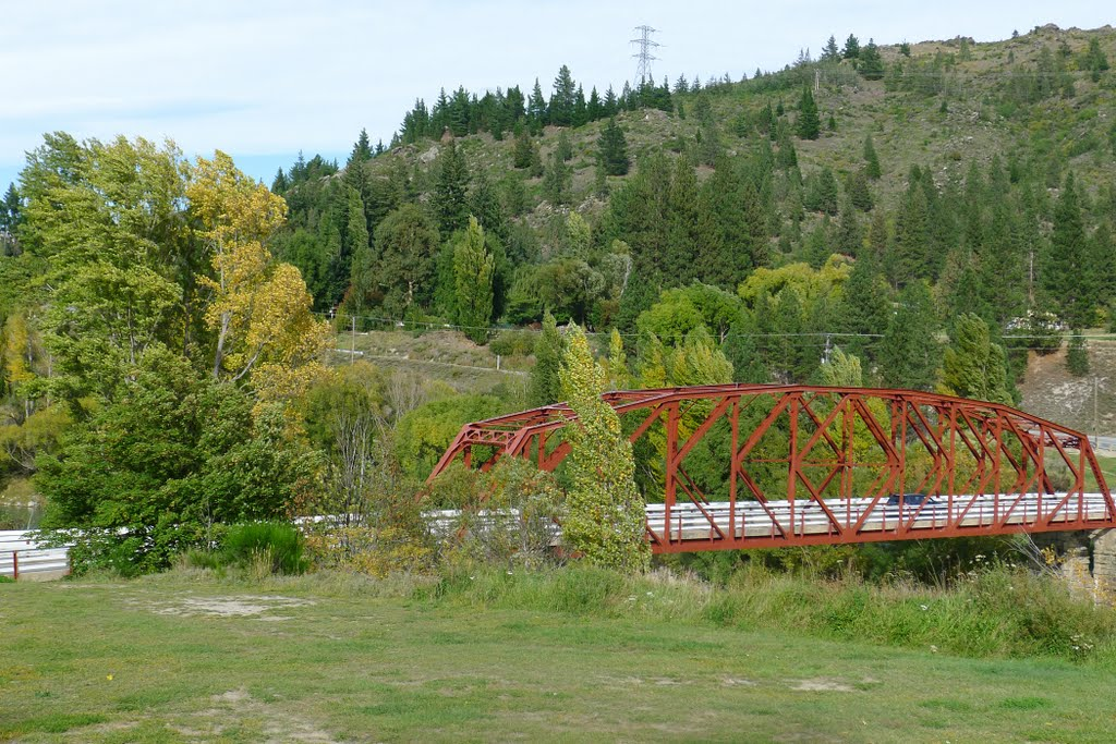 Bridge over the River Clutha: Fruitgrowers Road, Clyde, NZ