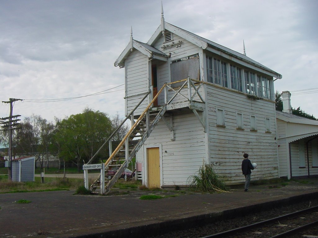 Wingatui Railway Station, 2001